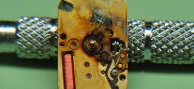 Pin đồng hồ đeo tay kém chất lượng